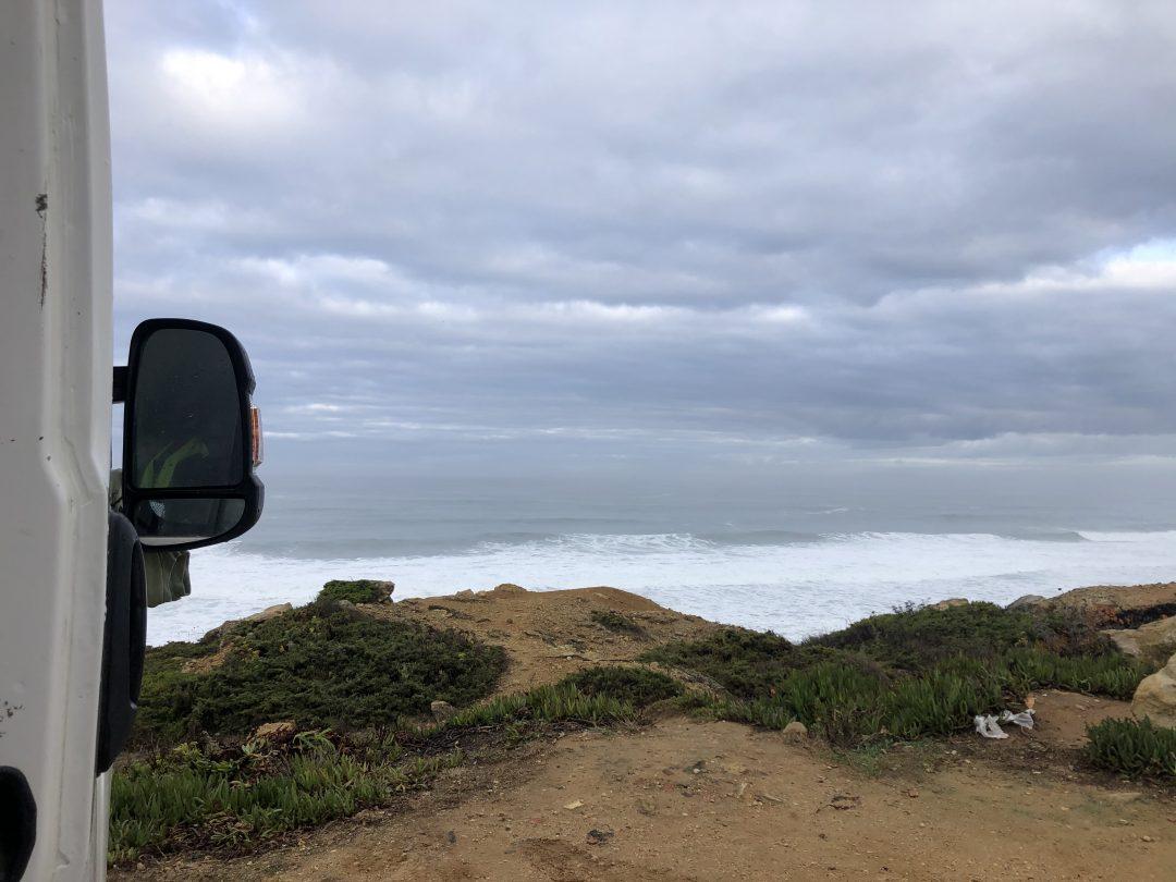 Poranek w Ericeira nad oceanem